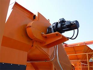 トルクリミッター付のサイクロ減速機で過負荷異常を検出します。